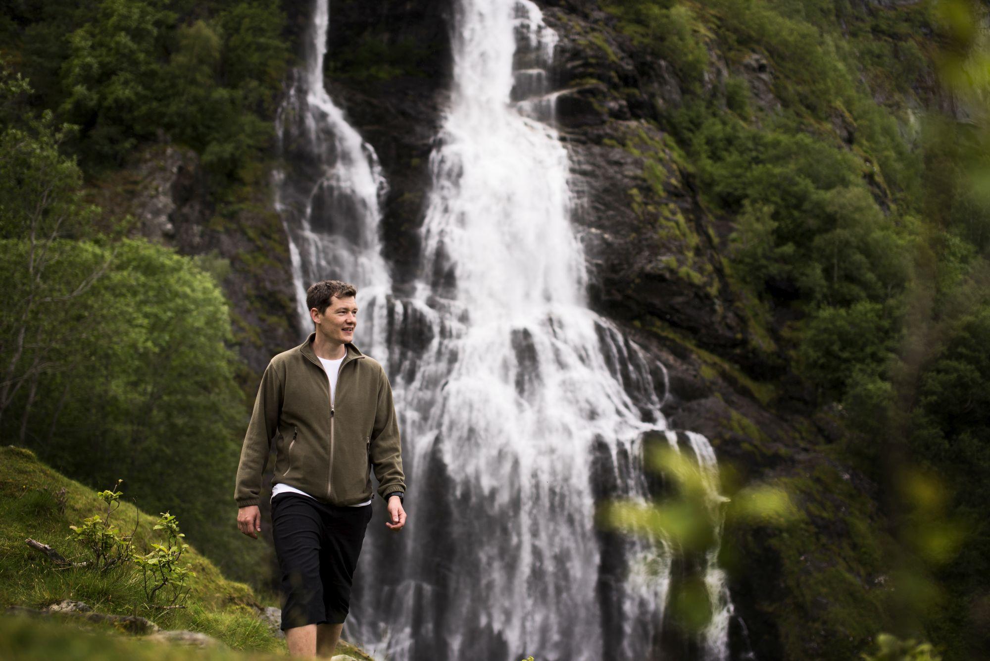 Guided hiking trip to Brekkefossen waterfall in Flåm, Norway
